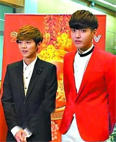 宏@   4.小品:《小棉袄》 表演者:冯巩、高晓攀等