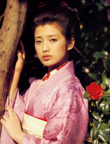 日本影星山口百惠的写真欣赏 与三浦友和相性的完美婚姻图片