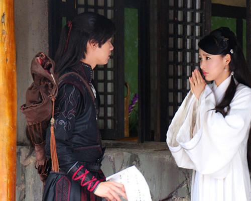 期的剧情里,由拉风传媒旗下艺人陆昱霖饰演的悲情杀手卓云飞与贾青